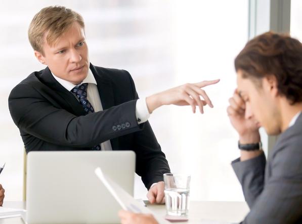 Работодатель заставляет уволиться по собственному желанию — как быть?