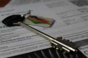 Можно ли продать квартиру с долгом за коммунальные услуги?