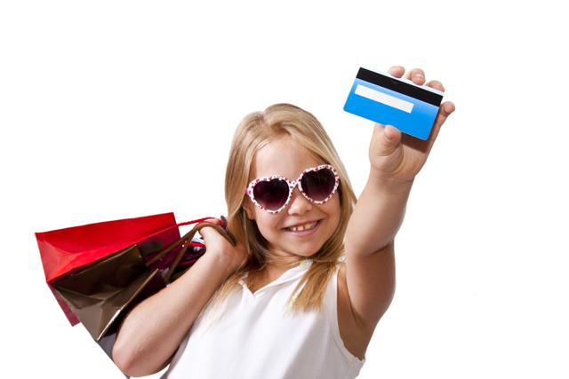 Как получить детскую банковскую карту до 14 лет и молодежную – после 14