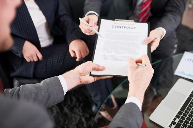 Уклонение от заключения контракта по 44-ФЗ: последствия для исполнителя, порядок применения санкций