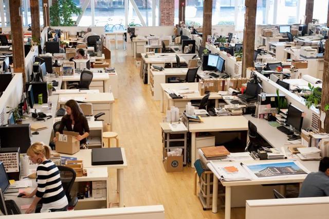 Что нужно указывать в трудовом договоре – место работы или рабочее место