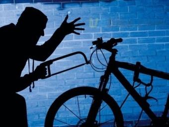 Украли из подъезда велосипед: что делать и компенсирует ли управляющая компания ущерб?