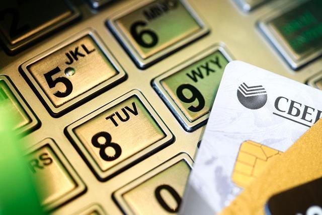 Дважды сняли деньги с карты за покупку: что делать и куда следует обращаться?