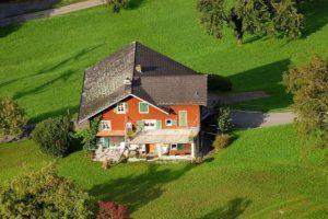 Где и как оформить куплю продажу земельного участка с домом?