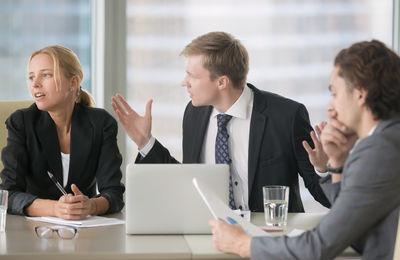 Жалоба на недобросовестного сотрудника: образец оформления, способы подачи и сроки рассмотрения