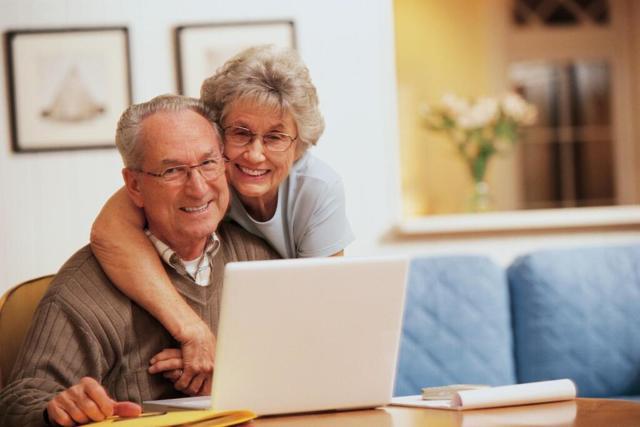 Компенсации при увольнении пенсионерам: как выплачиваются