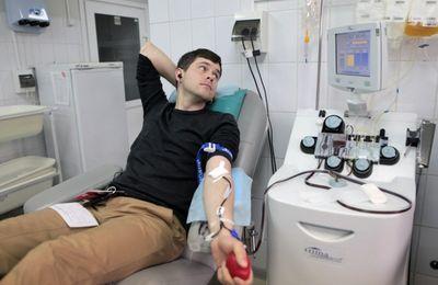 Сколько нужно сдать крови, чтобы стать почетным донором: какие льготы, гарантии и компенсации им положены по закону?