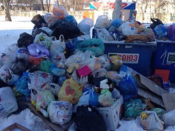 Куда жаловаться, если не вывозят мусор со двора? Претензия на незаконную свалку