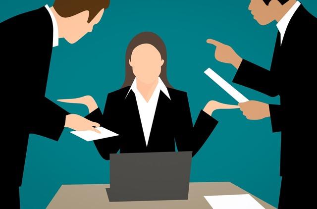 Как осуществляется работа с претензиями и рекламациями от покупателей?